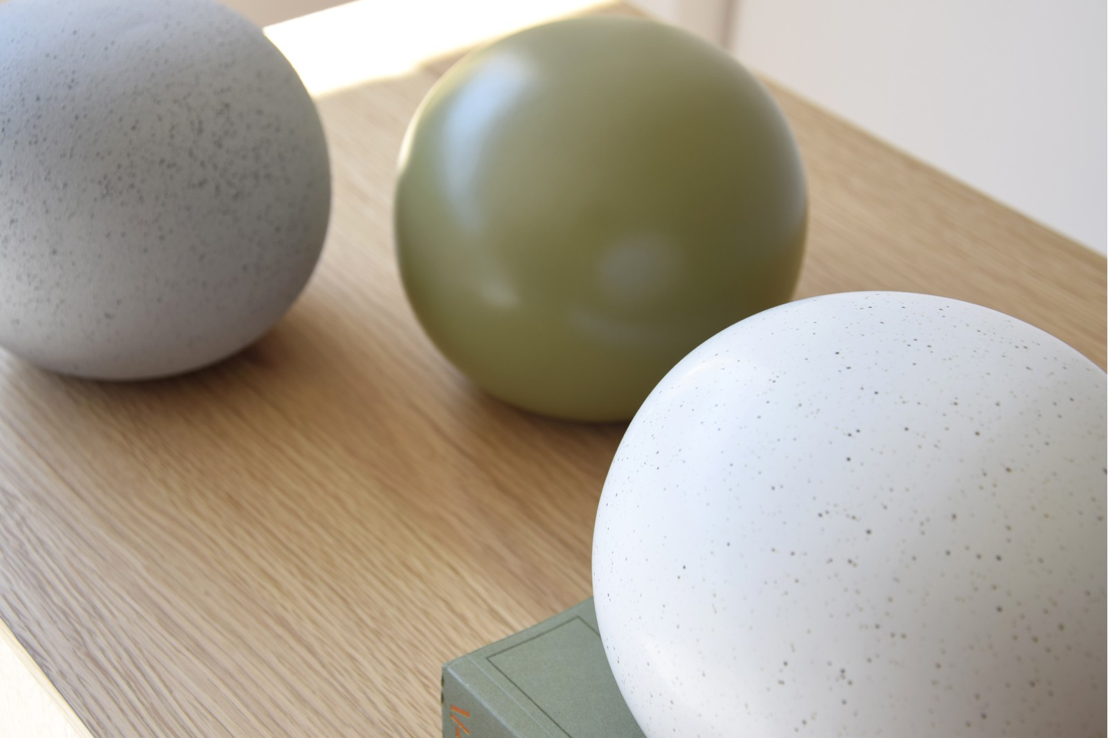 COLOUR COLLECTION II: CERAMIC BALLS