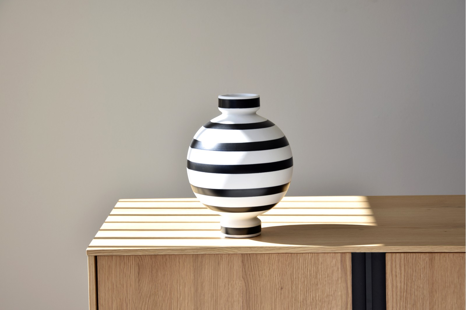 BALL COLLECTION: CERAMIC VASES