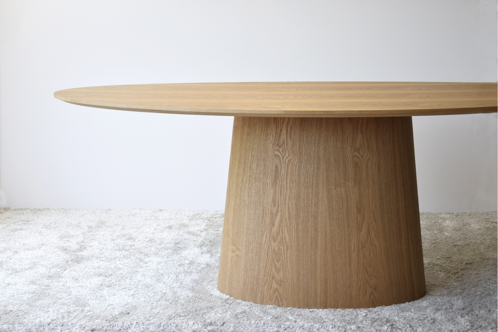 OVAL DINING TABLE. NATURAL ASH VENEER.