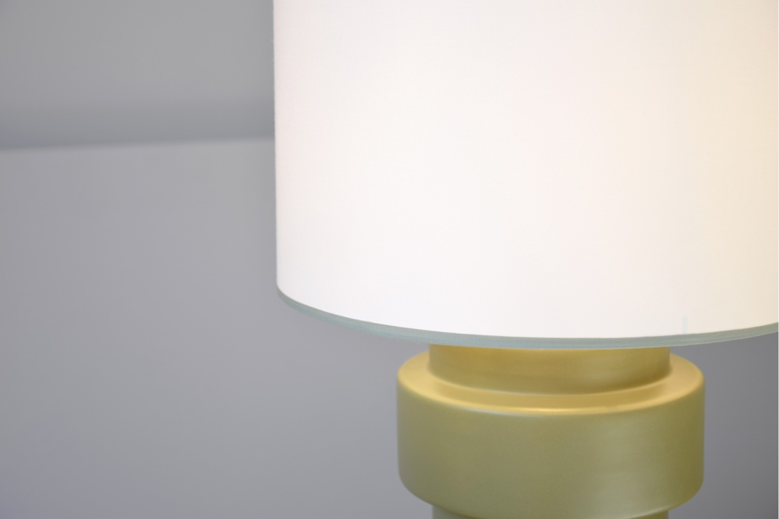 CERAMIC TABLE LAMP OLIVE W/SHADE