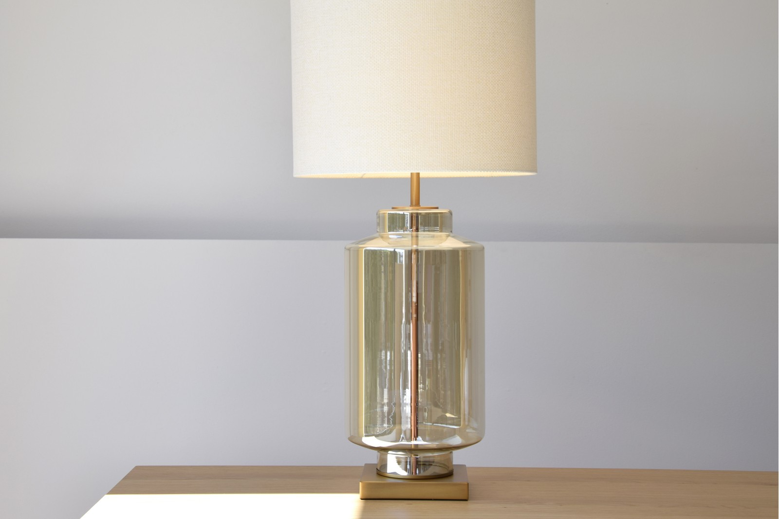 CYLINDER TABLE LAMP.AMBER GLASS. WITH SHADE