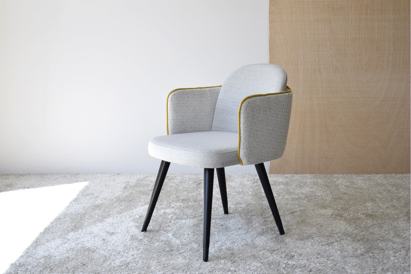 SET 2 DINING CHAIRS WITH ARMRESTS. LIGHT GREY