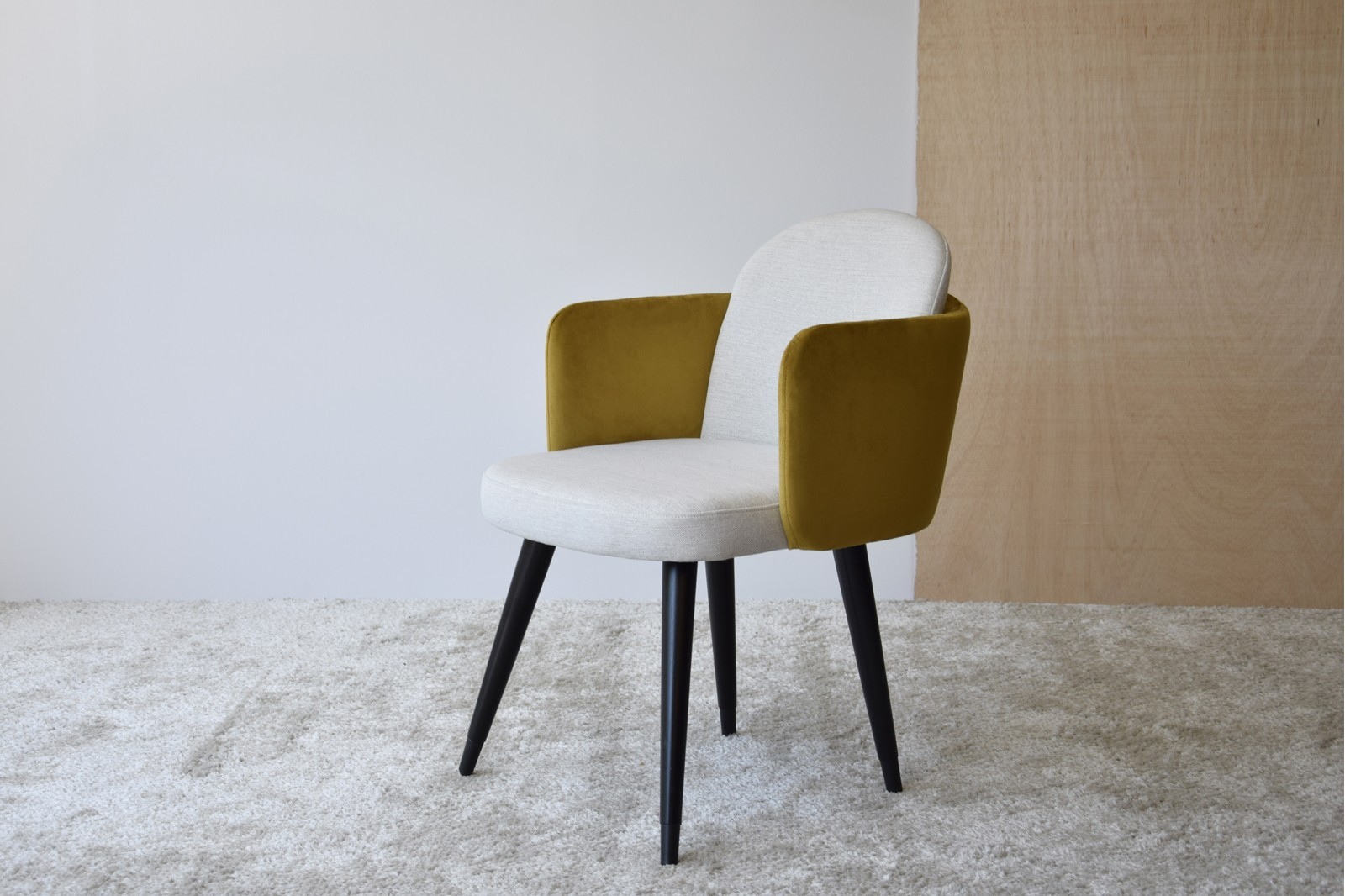 SET 2 DINING CHAIRS WITH ARMRESTS. OCHRE