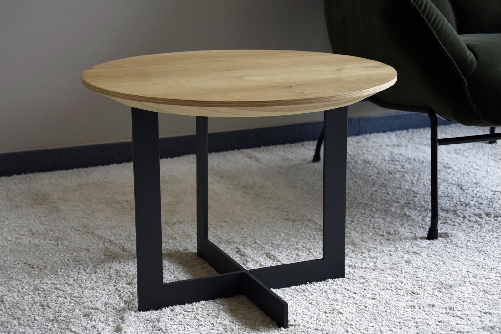 ROUND SIDE TABLE.MATT NATURAL OAK VENEER AND METAL
