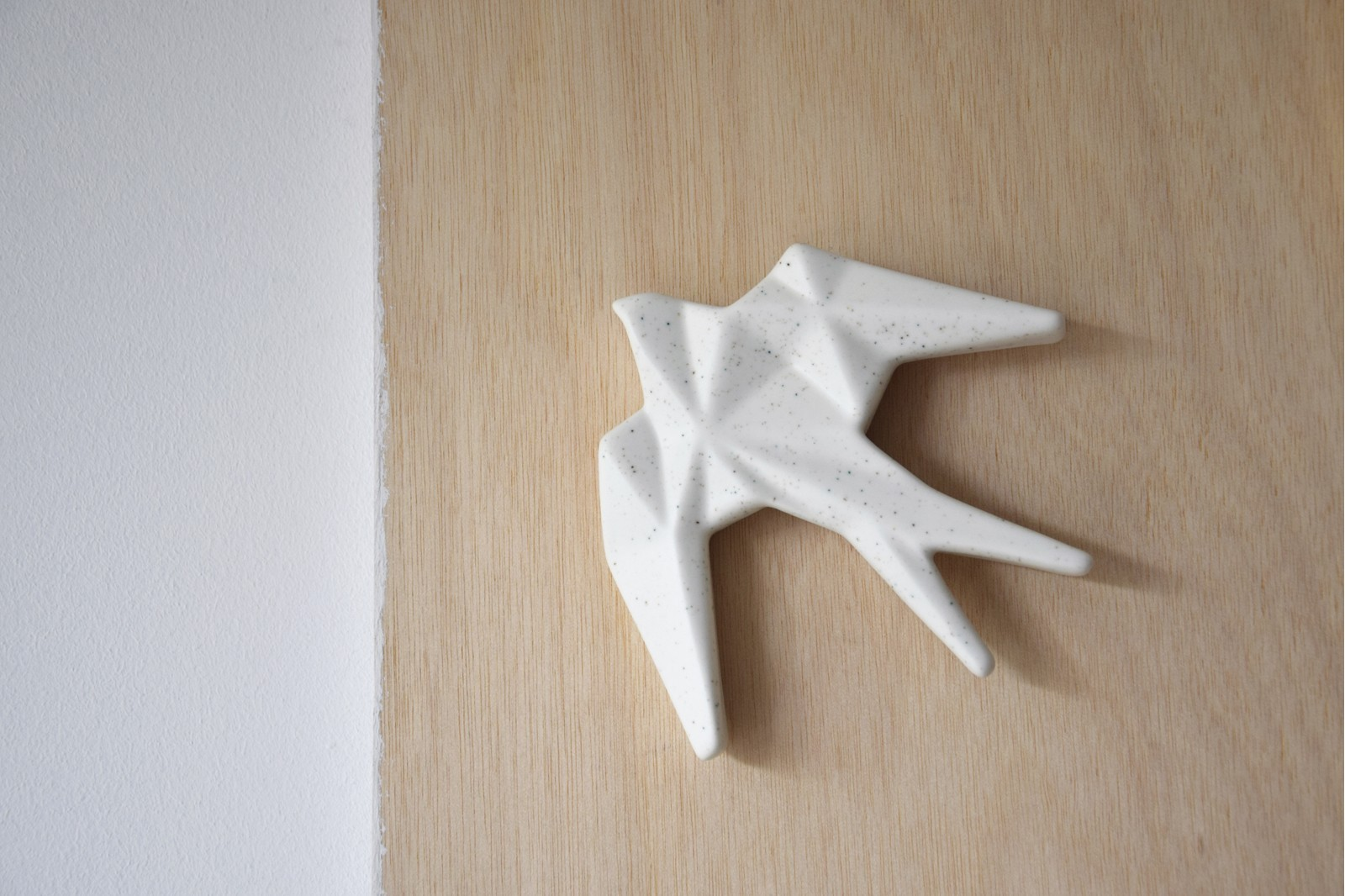 CERAMIC SWALLOW TO HANG ON THE WALL. DOTS MINI