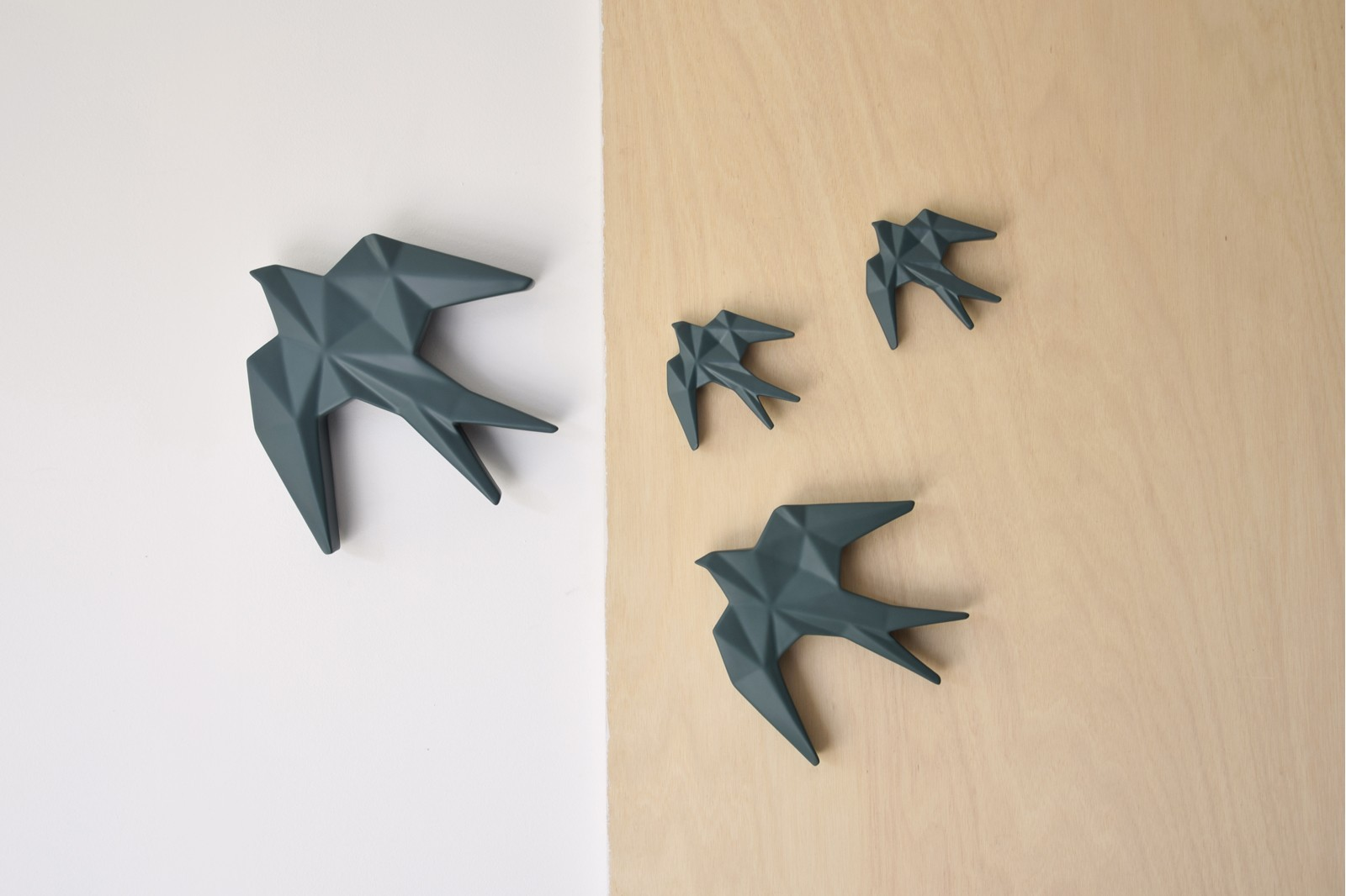 CERAMIC SWALLOW TO HANG ON THE WALL. GREEN M. MINI
