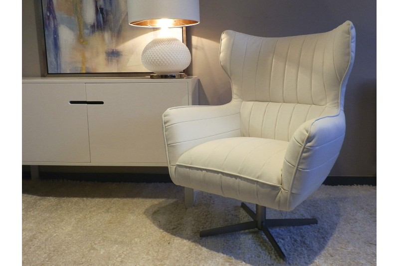 MODERN SWIVEL ARMCHAIR. WHITE WITH LINE SEWINGS