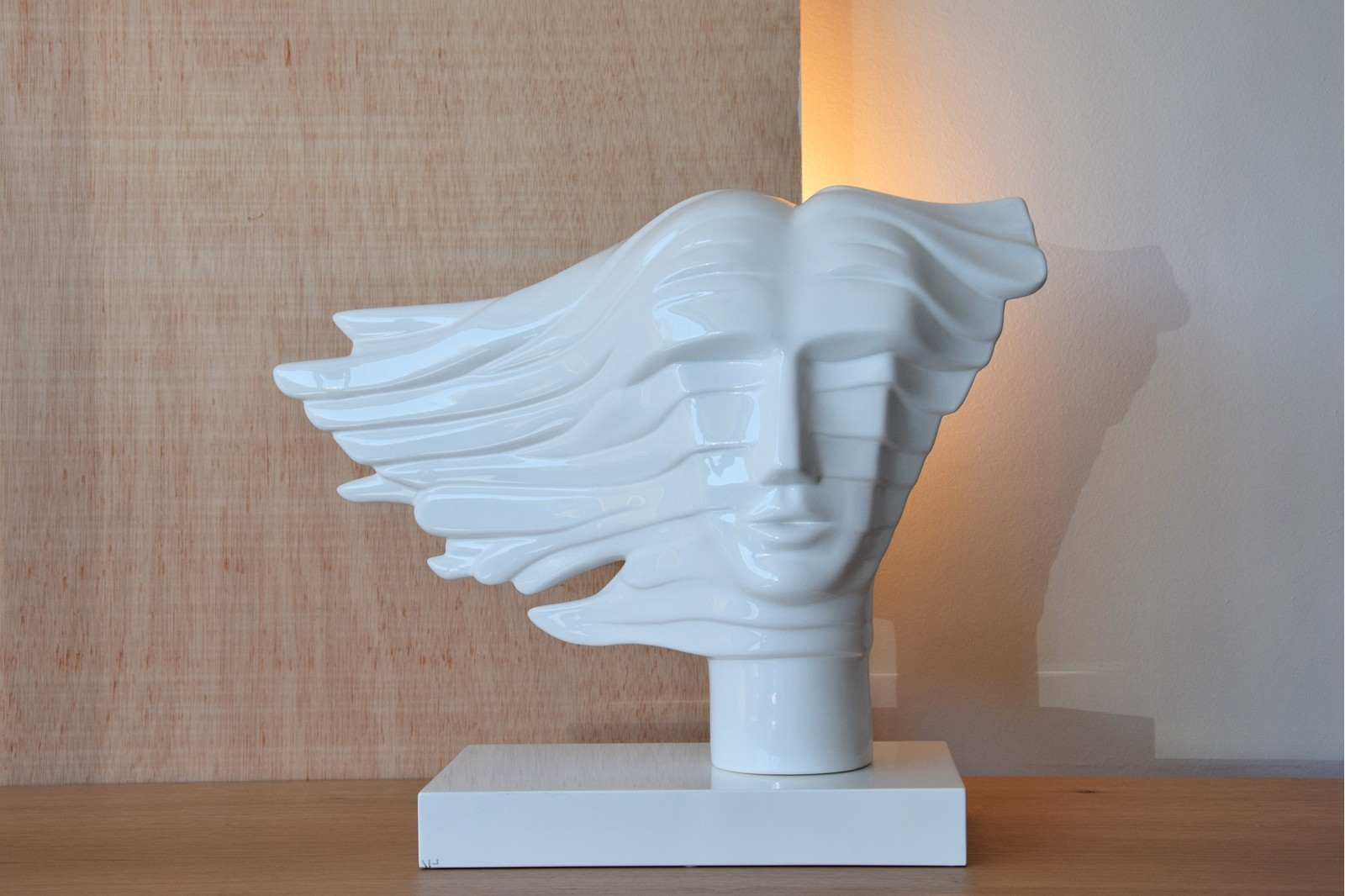 CERAMIC SCULPTURE. FACE AND WIND. GLOSSY WHITE