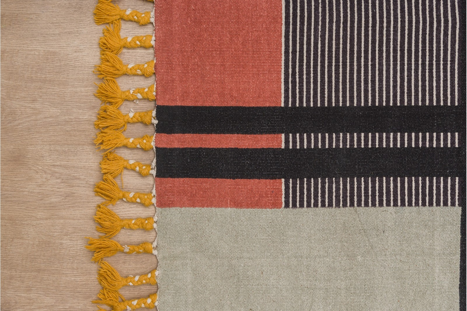 FRIDA RUG. ABSTRACT DESIGN AND FRINGES