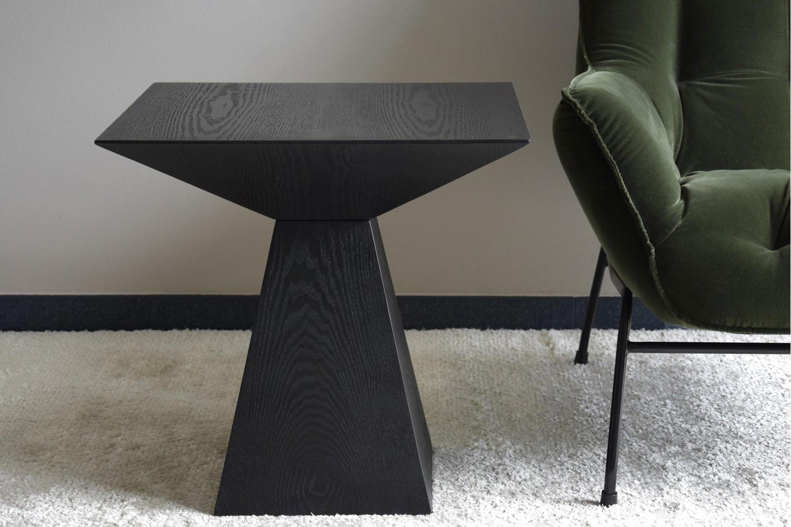 SQUARE SIDE TABLE. MATT BLACK ASH VENEER.