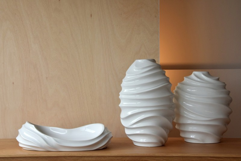 WAVES COLLECTION: CERAMIC VASES AND CENTREPIECE