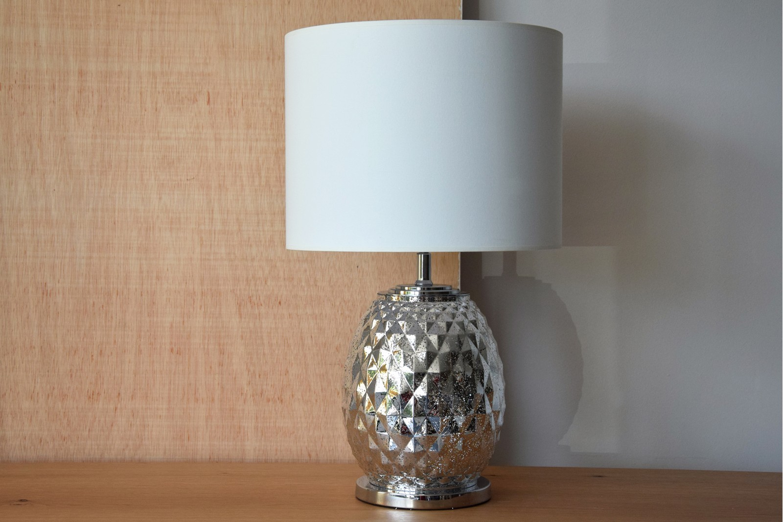 PINEAPPLE SILVER GLASS TABLE LAMP WITH SHADE SP
