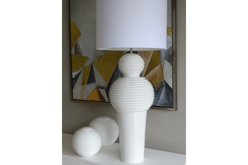 CERAMIC TABLE LAMP SCULPTURAL DESIGN