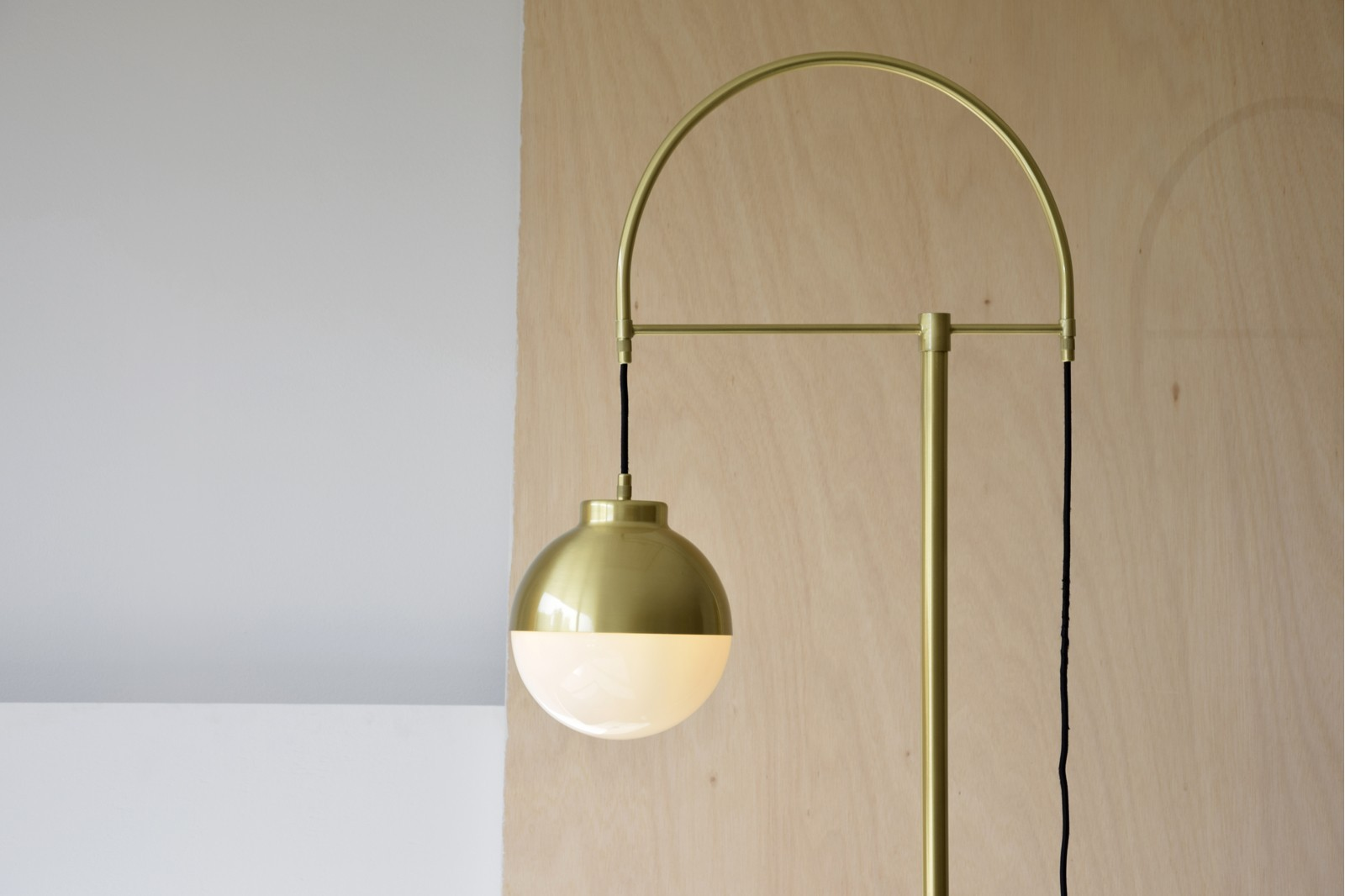 FLOOR LAMP AGARIMO. METAL-GLASS