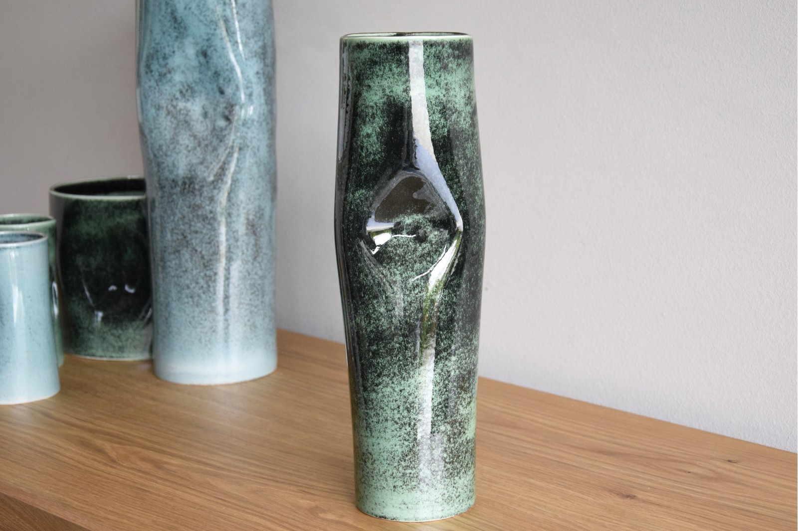 ALBERCA COLLECTION: CERAMIC VASES AND CENTREPIECE