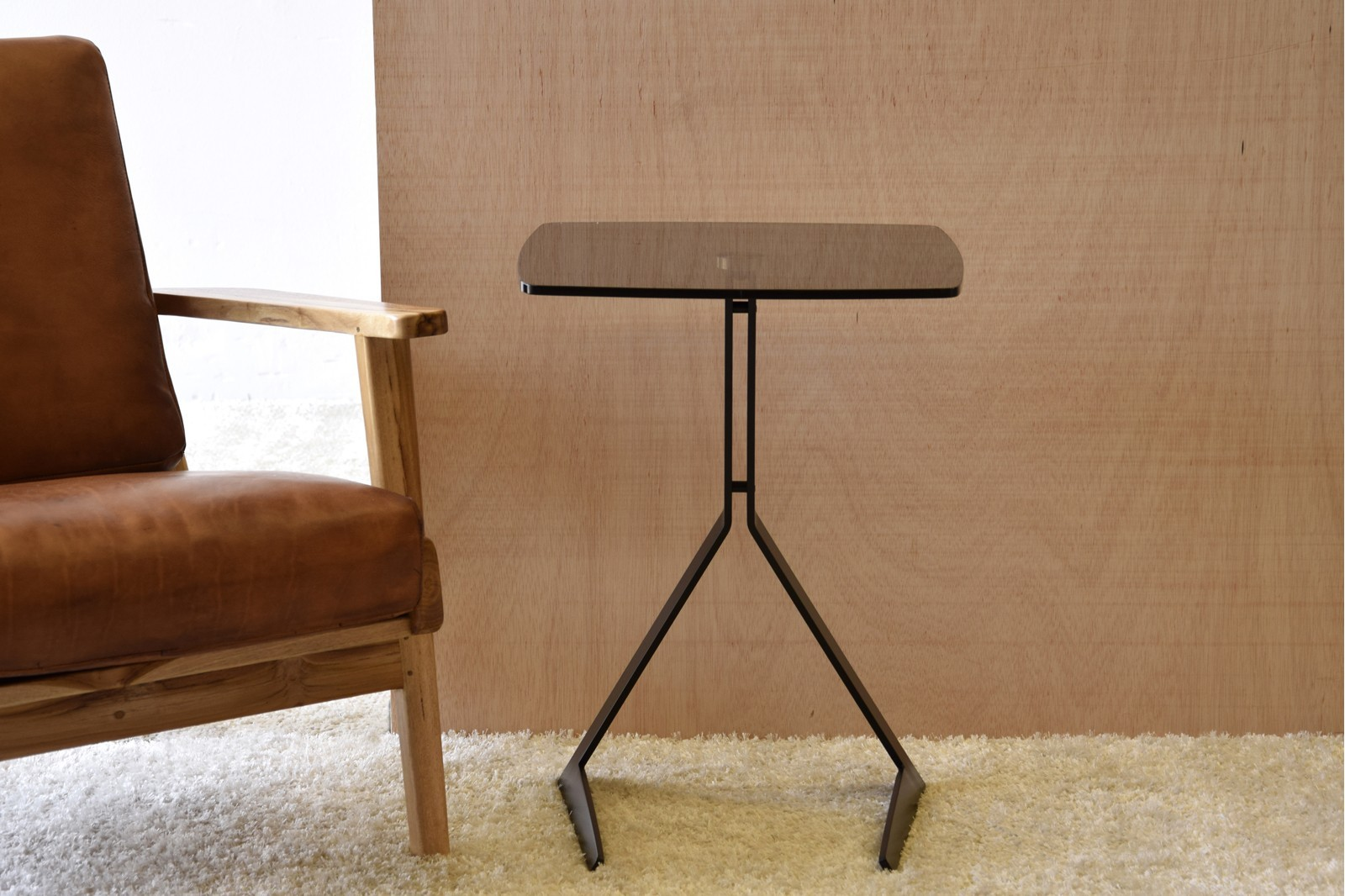 SIDE TABLE GLASS TOP AND BLACK METAL