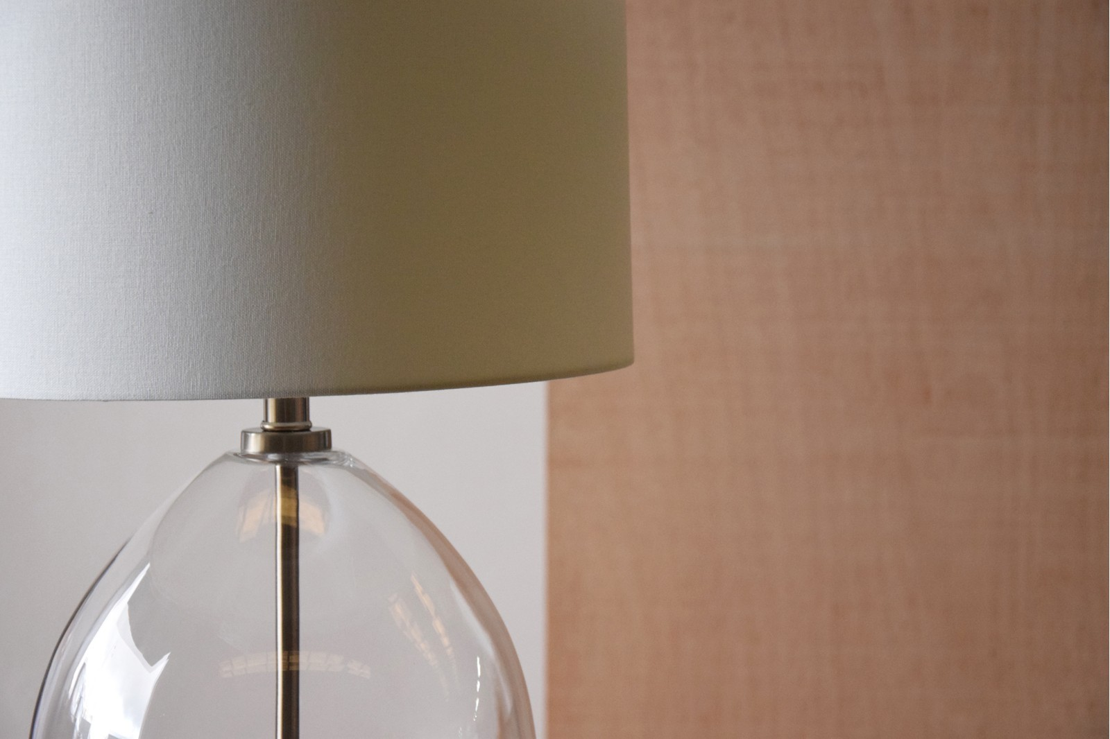 CLEAR GLASS TABLE LAMP WITH SHADE