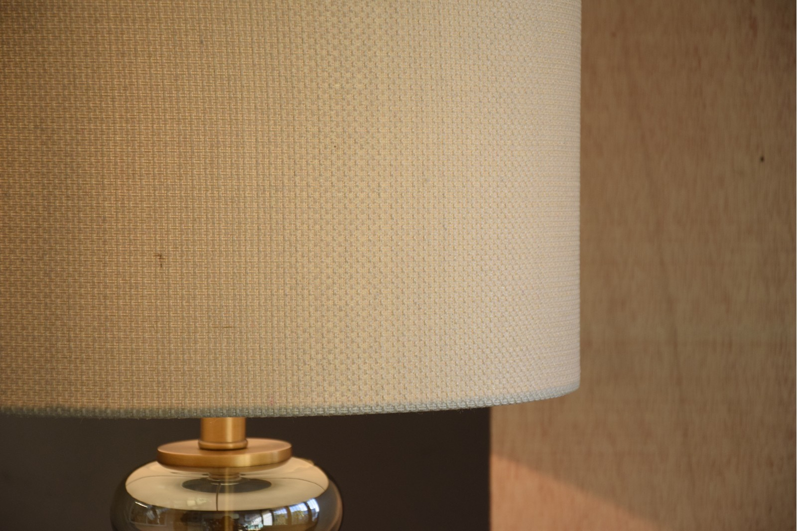 AMBER GLASS TABLE LAMP WITH SHADE