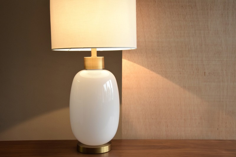 WHITE GLASS TABLE LAMP OVAL WITH SHADE