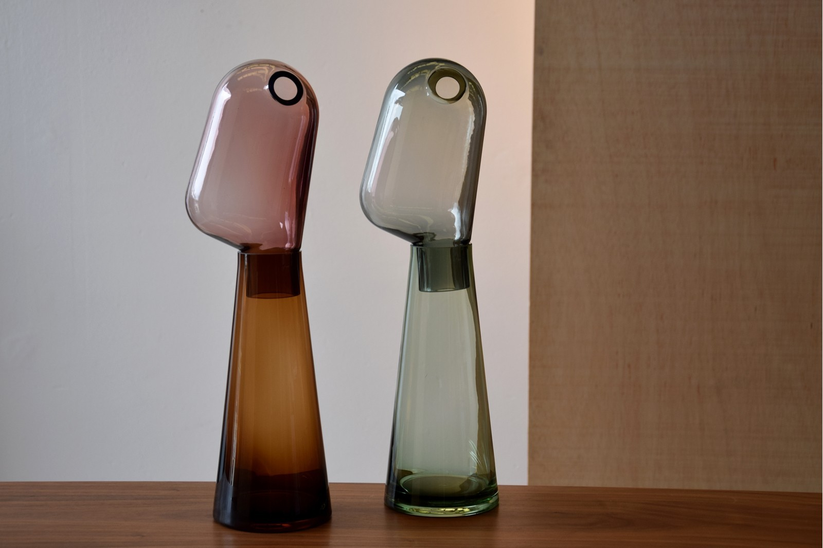 GLASS DECORATIVE PIECE. AMBER AND PURPLE