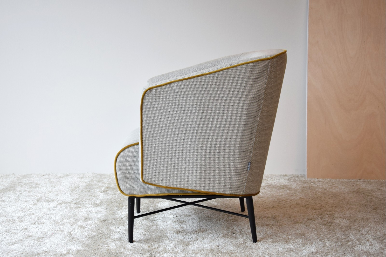 ARMCHAIR. BEIGE COLOR