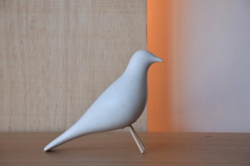 CERAMIC BIRD. MATT WHITE WITH SPECKLES