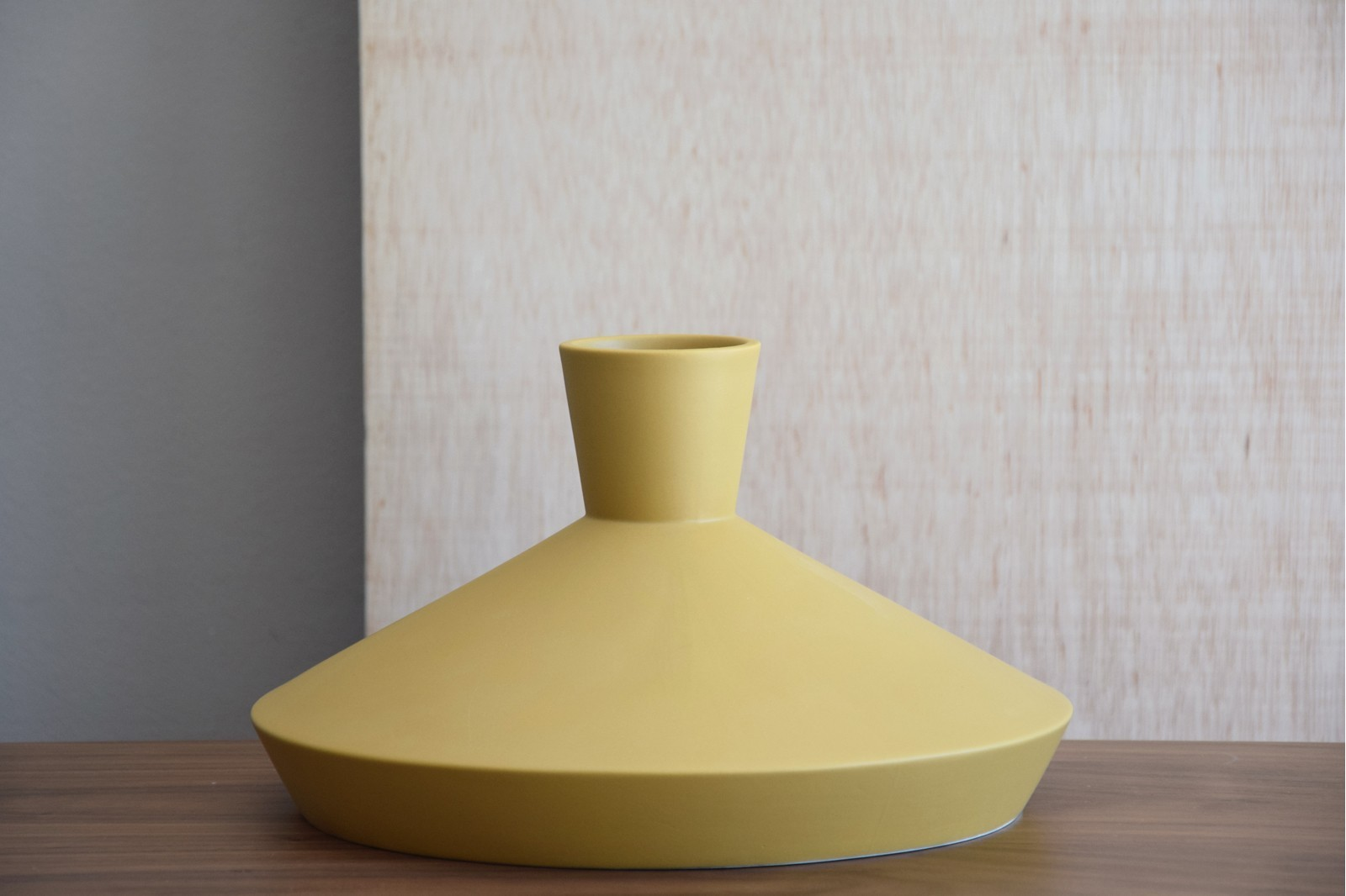 NORDIC COLLECTION: CERAMIC VASES AND CENTREPIECE