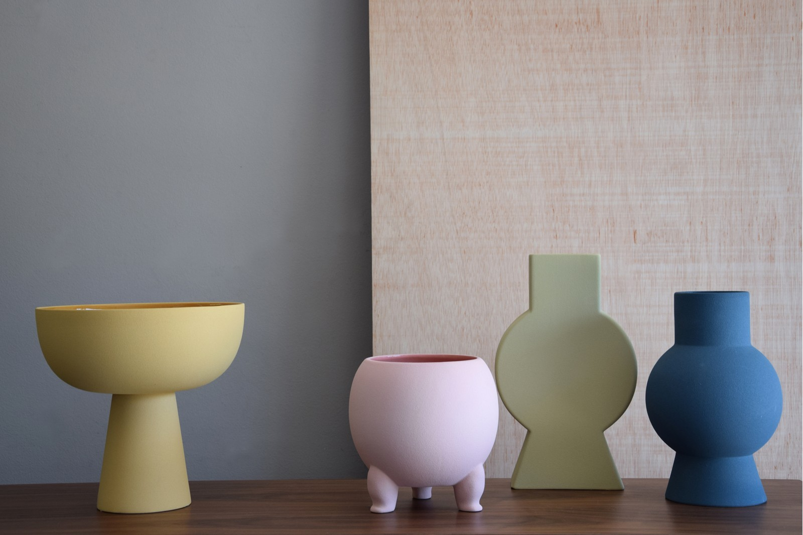 SHAPES COLLECTION: CERAMIC VASES AND CENTREPIECES