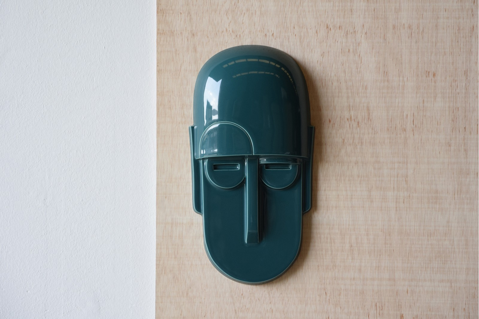 MASKS COLLECTION GREEN GLOSSY.  WALL