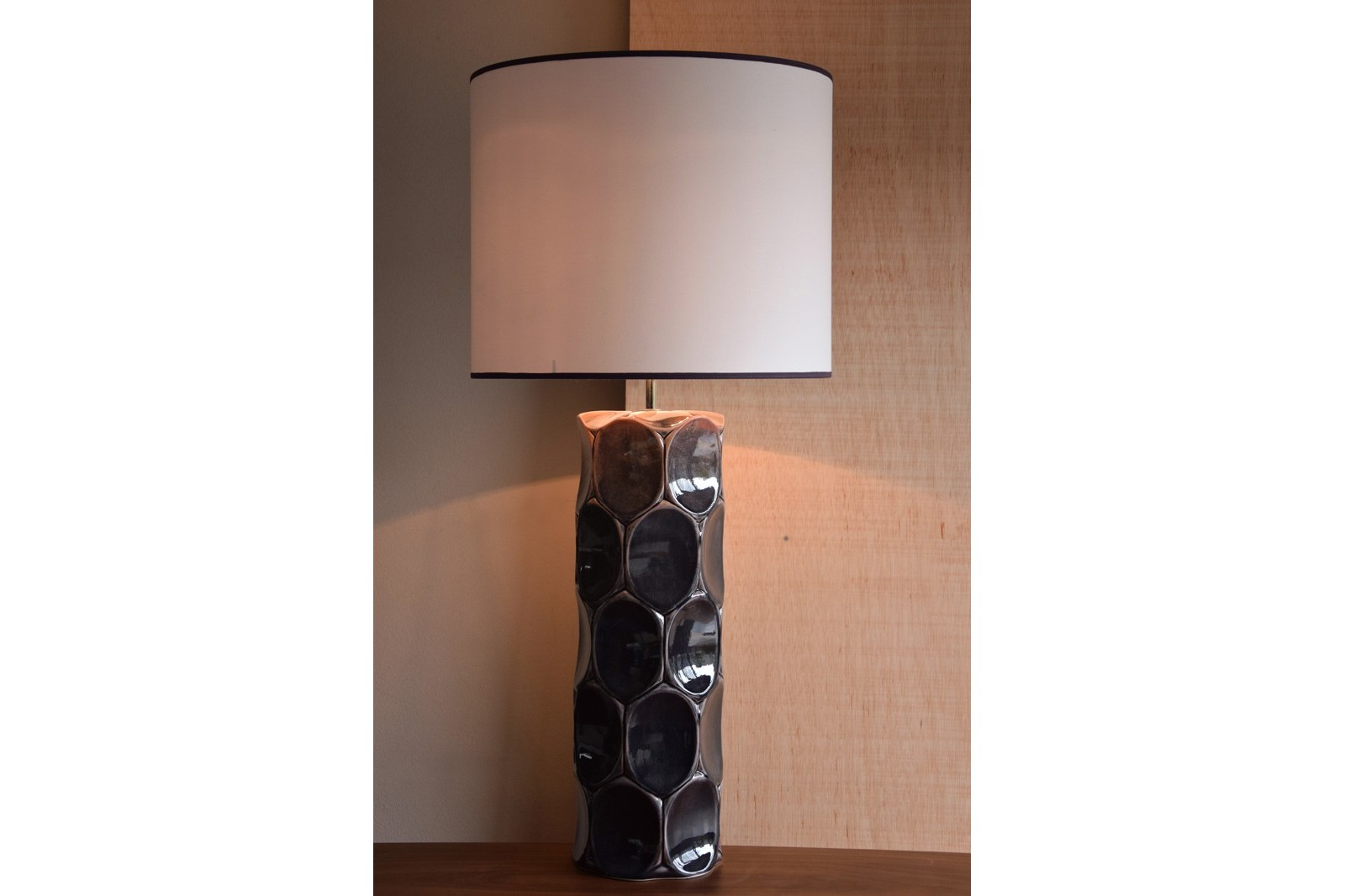 CERAMIC LAMP. VEINTE COLLECTION. MAROON COLOR