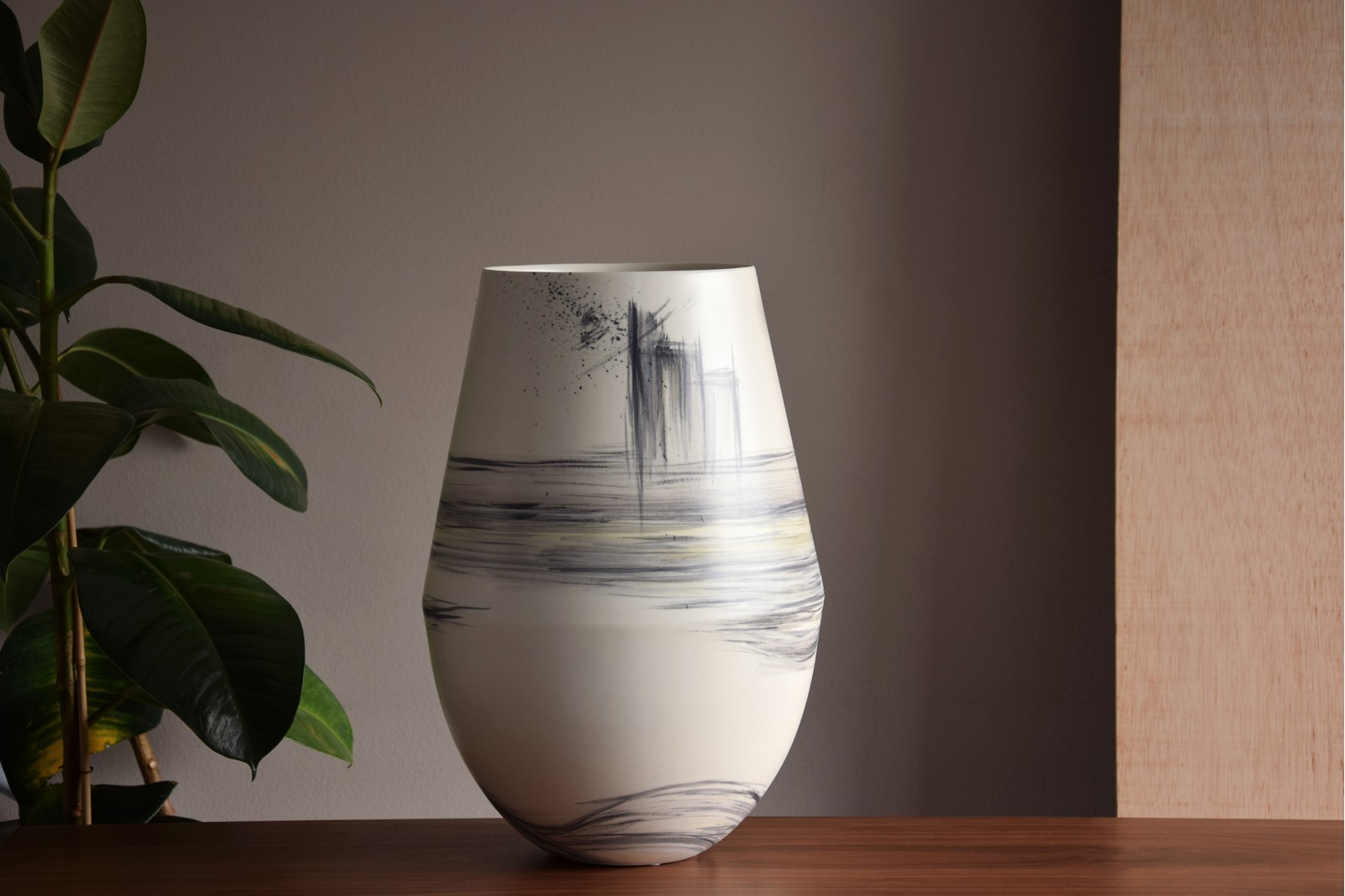 TOKYO COLLECTION: HAND-PAINTED CERAMIC VASES