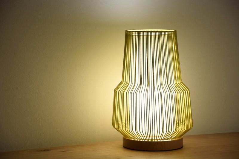 YELLOW METAL TABLE LAMP. SMALL