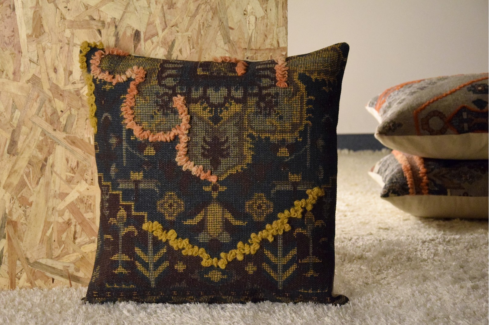 COTTON AND WOOL CUSHION. PRINTED AND EMBROIDERED