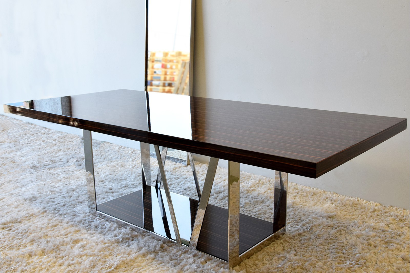 DINING TABLE. HIGH GLOSS EBONY AND STEEL BASE. PE