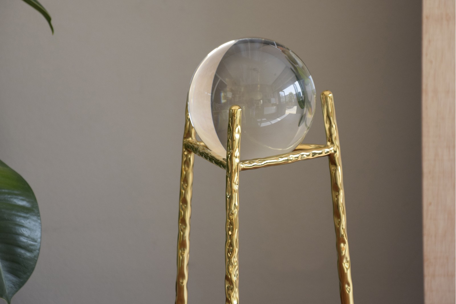 CRYSTAL BALL WITH GOLDEN STEEL BASE.LG