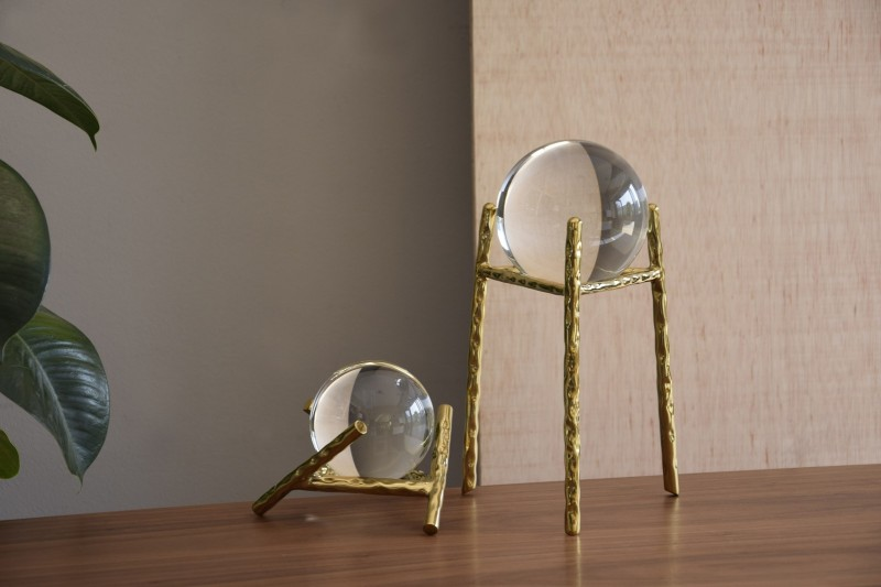 CRYSTAL BALL COLLECTION. GOLD METAL AND CRYSTAL SCULPTURE