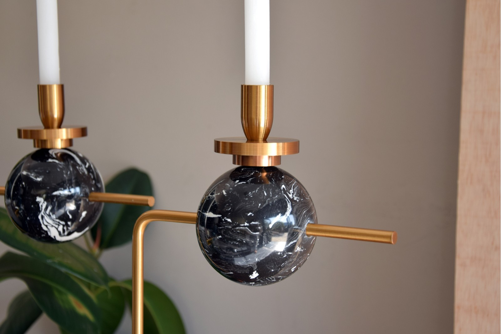CANDLEHOLDER IN METAL AND BLACK MARBLE