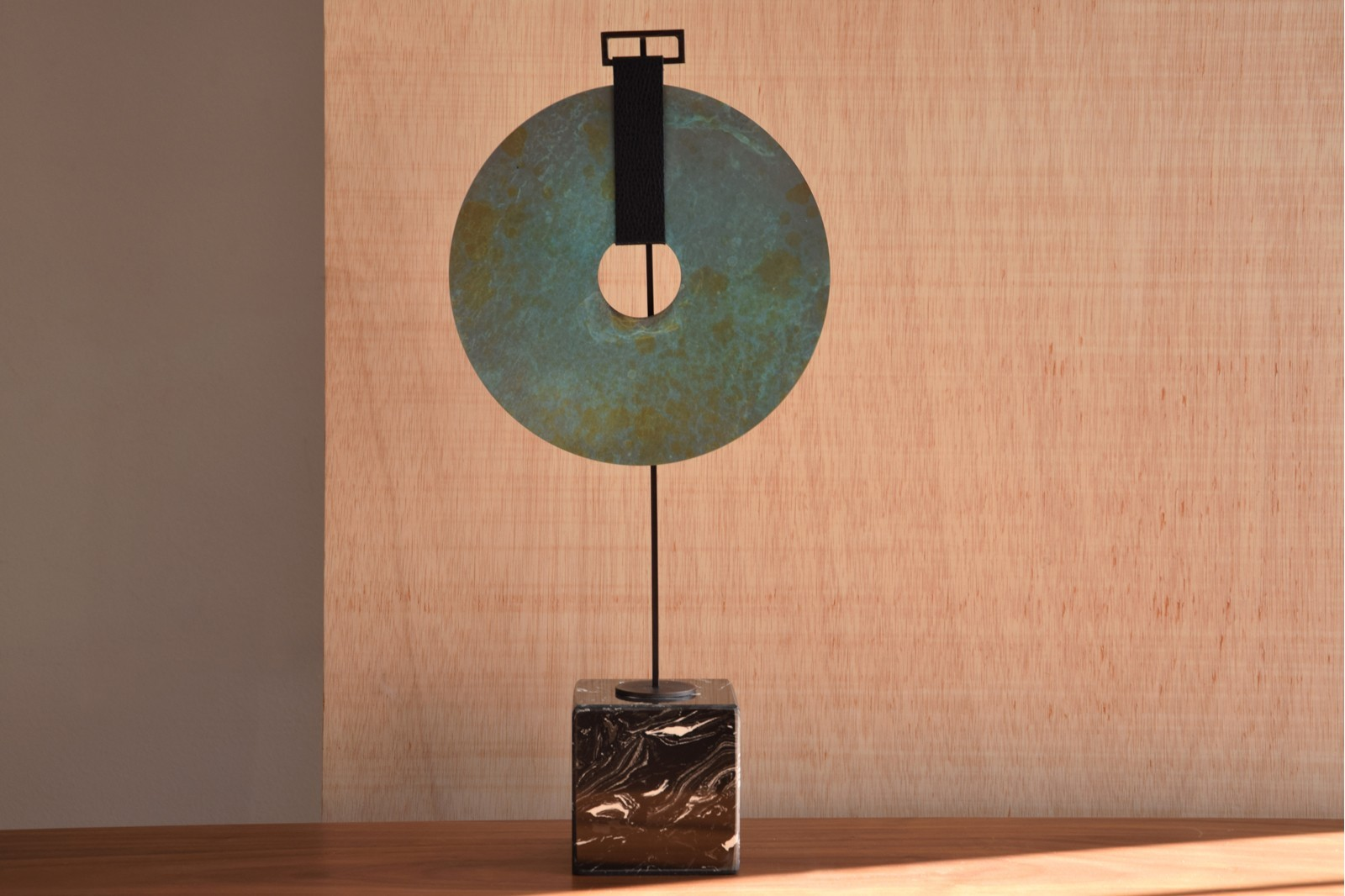 METAL ETHNIC PIECE ON A MARBLE BASE.N2