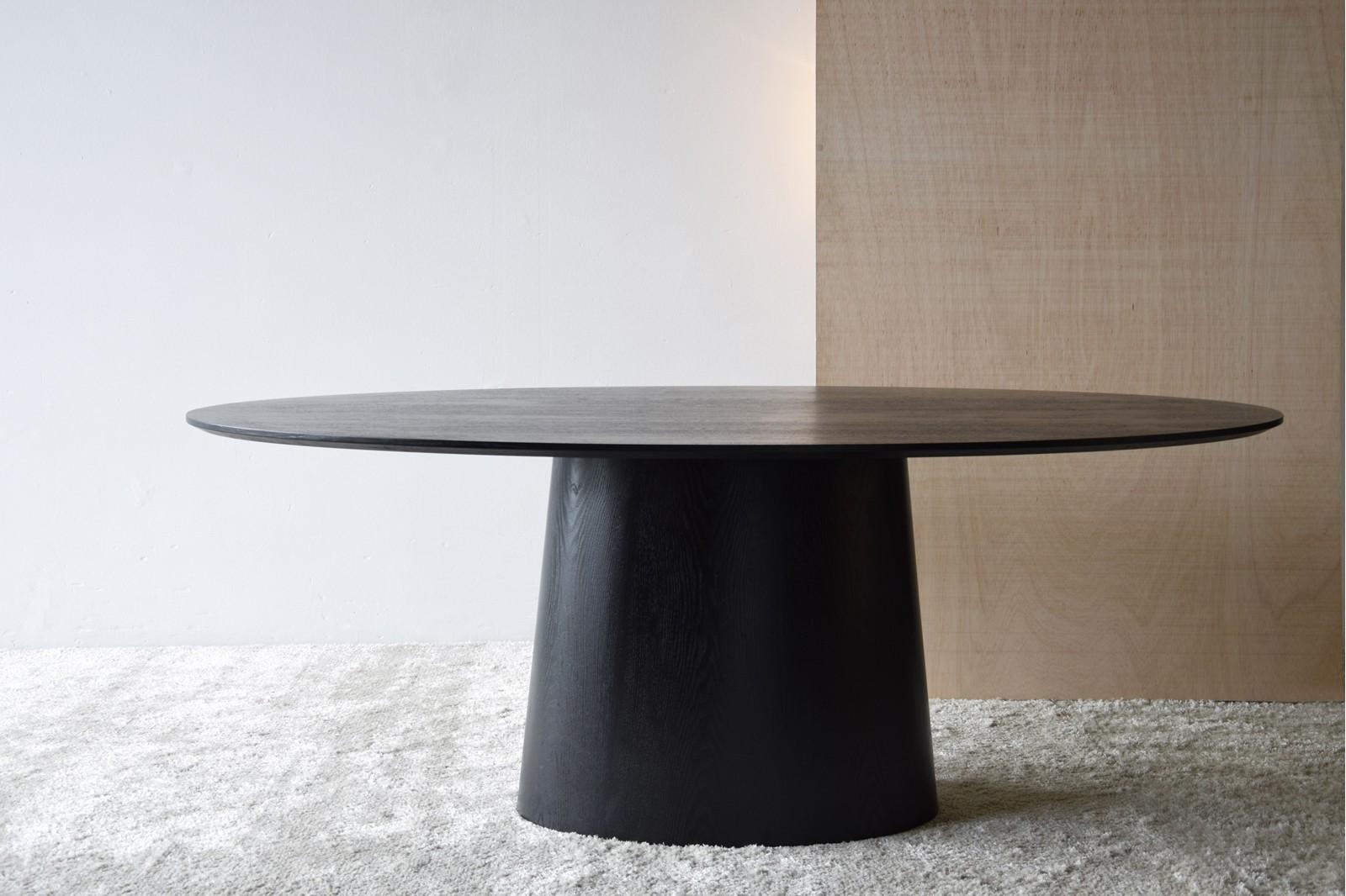 OVAL DINING TABLE. MATT BLACK ASH VENEER.