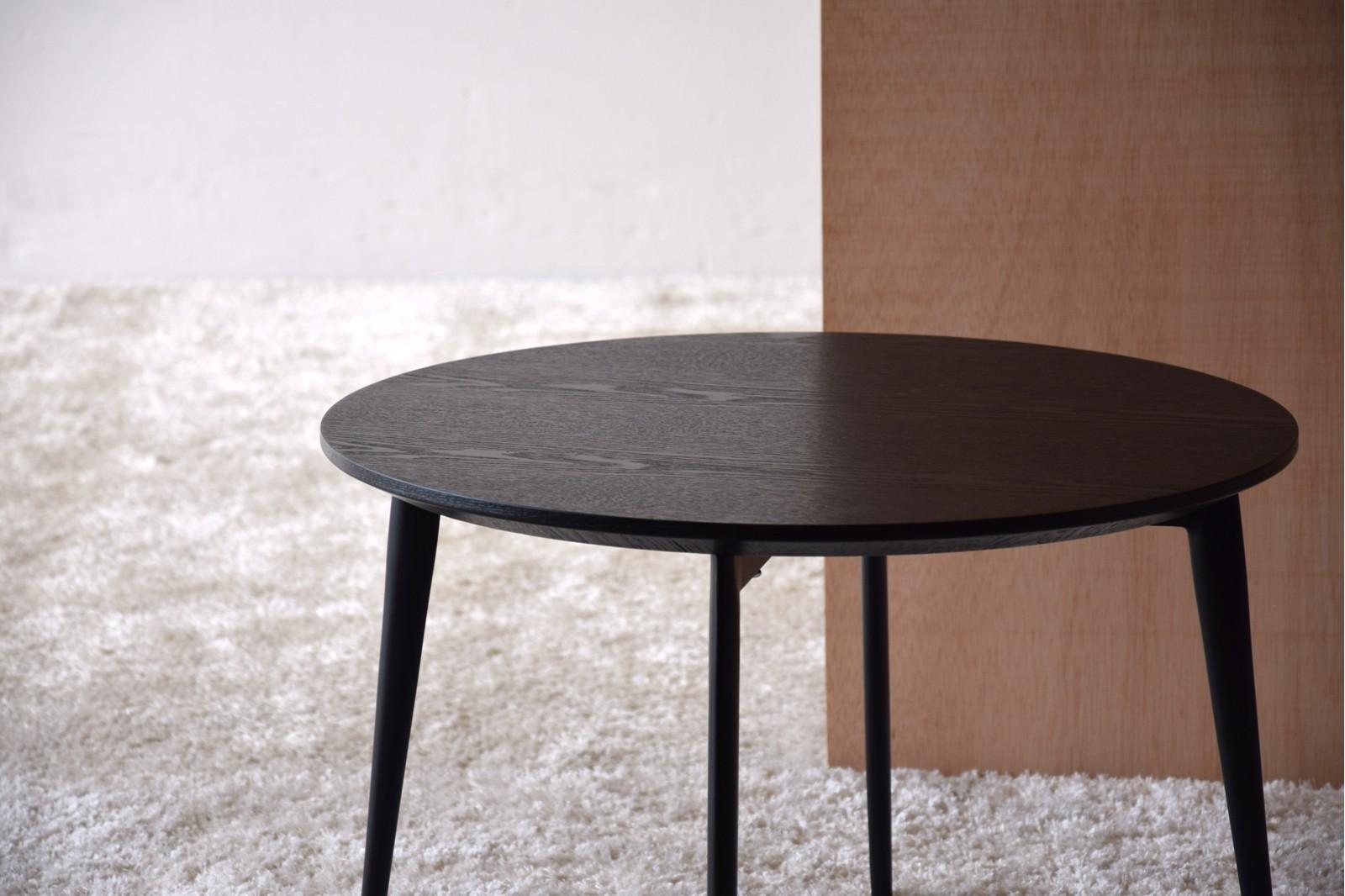 ROUND SIDE TABLE. MATT BLACK ASH VENEER.METAL. L