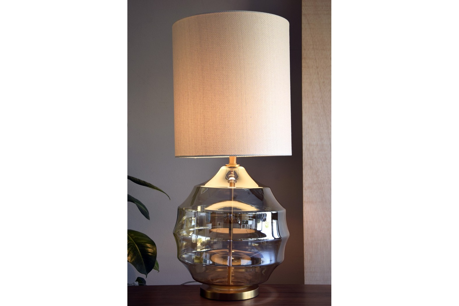 SPHERE AMBER GLASS TABLE LAMP WITH SHADE
