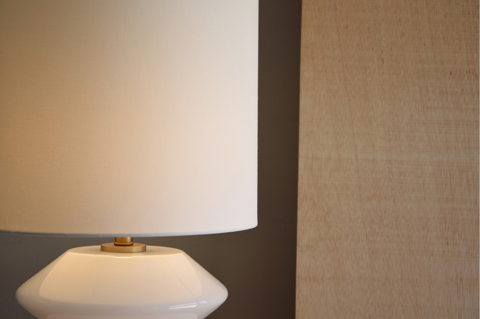 WHITE GLASS TABLE LAMP WITH SHADE