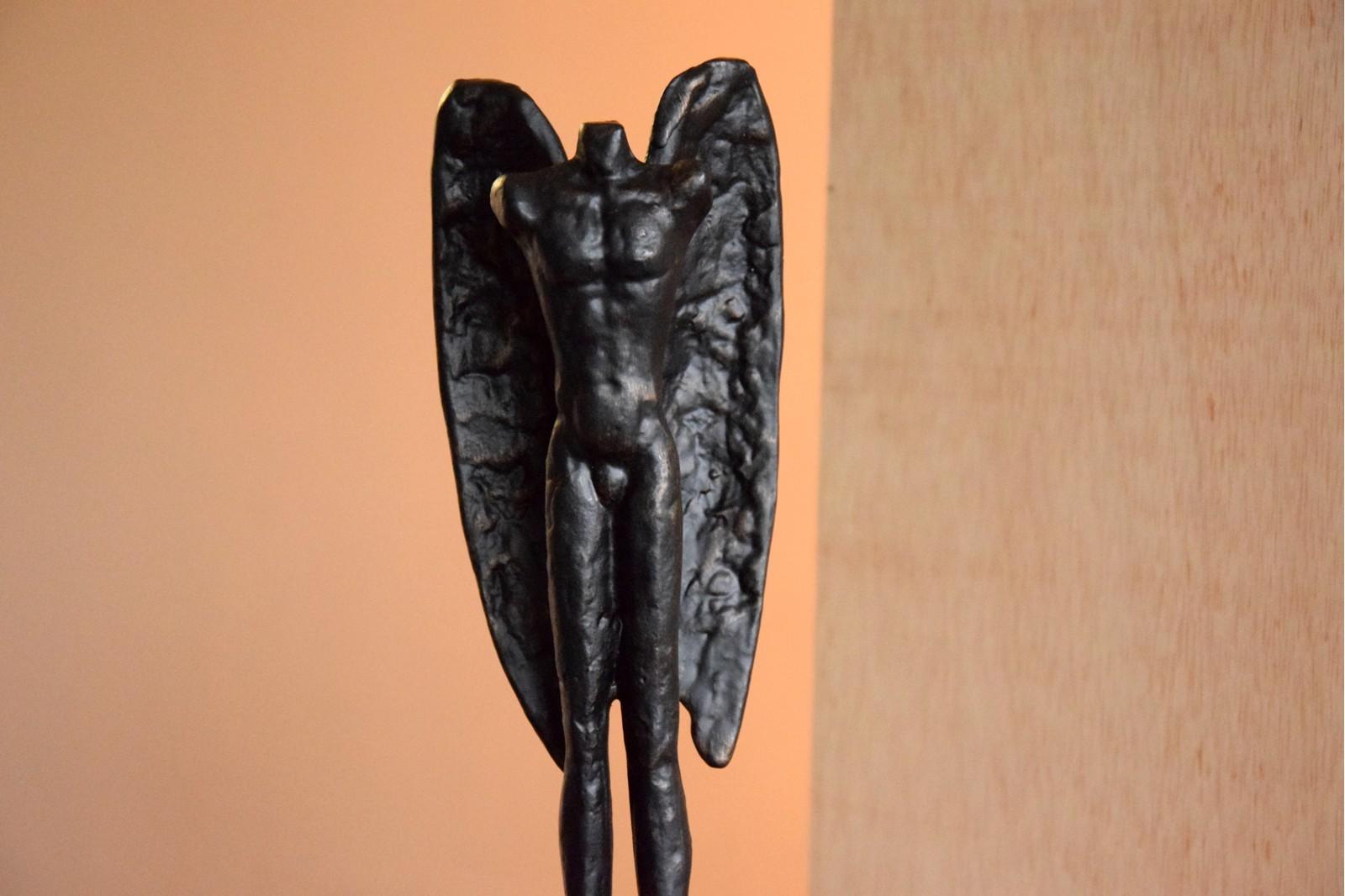 ESCULTURA METAL ANGEL BASE MARMOL. PEQ