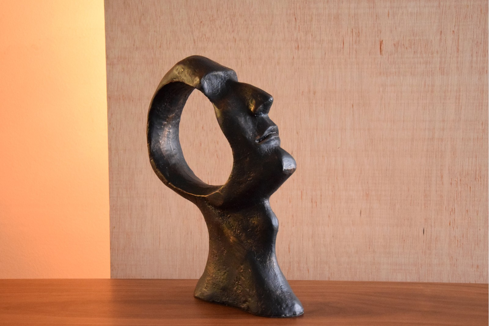 HEAD SCULPTURE IN CAST IRON. SMALL