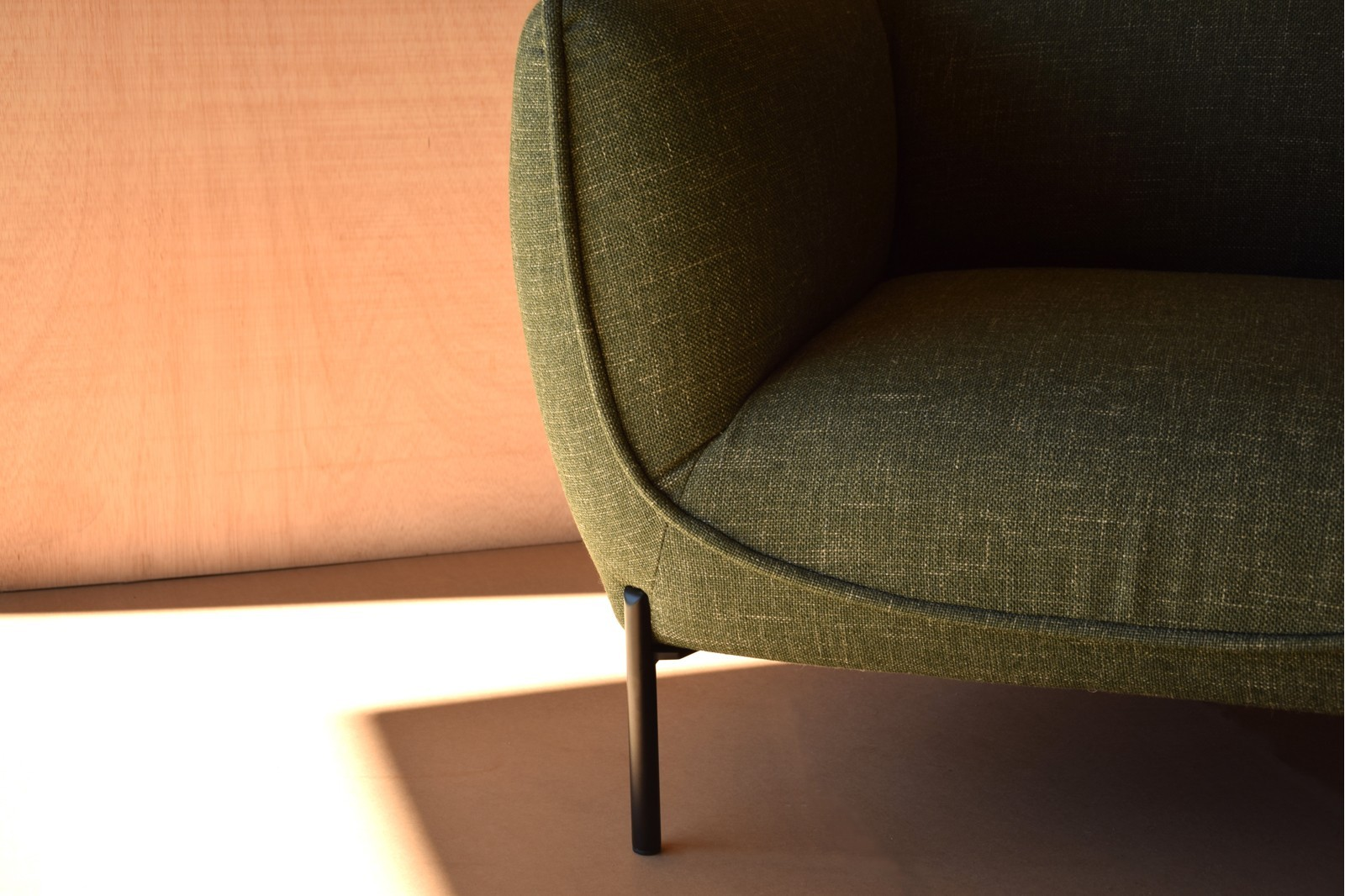 ARMCHAIR. DARK GREEN COLOR