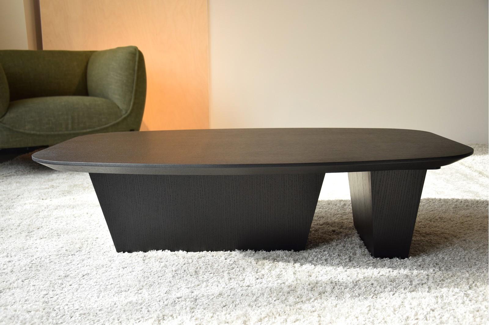 COFFEE TABLE. OAK IN BLACK COLOR