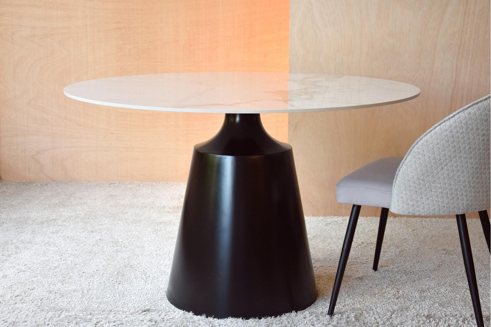 ROUND DINING TABLE. CERAMIC TOP