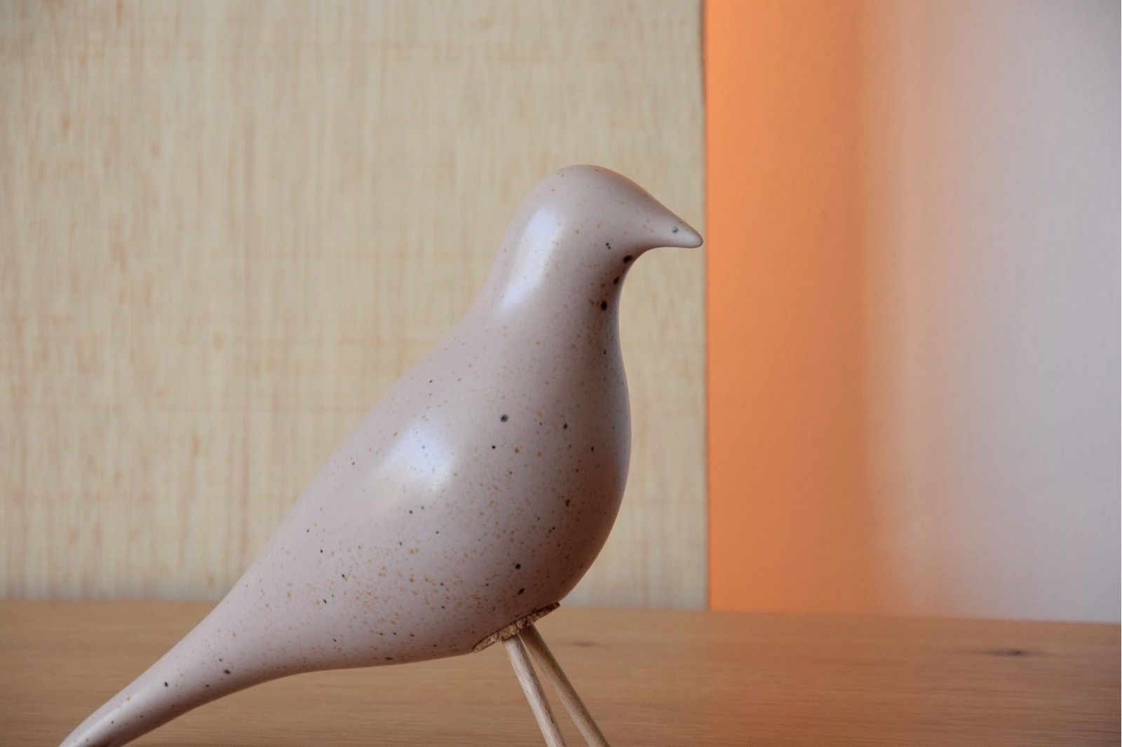 CERAMIC BIRD.MATT PINCK WITH SPECKLES