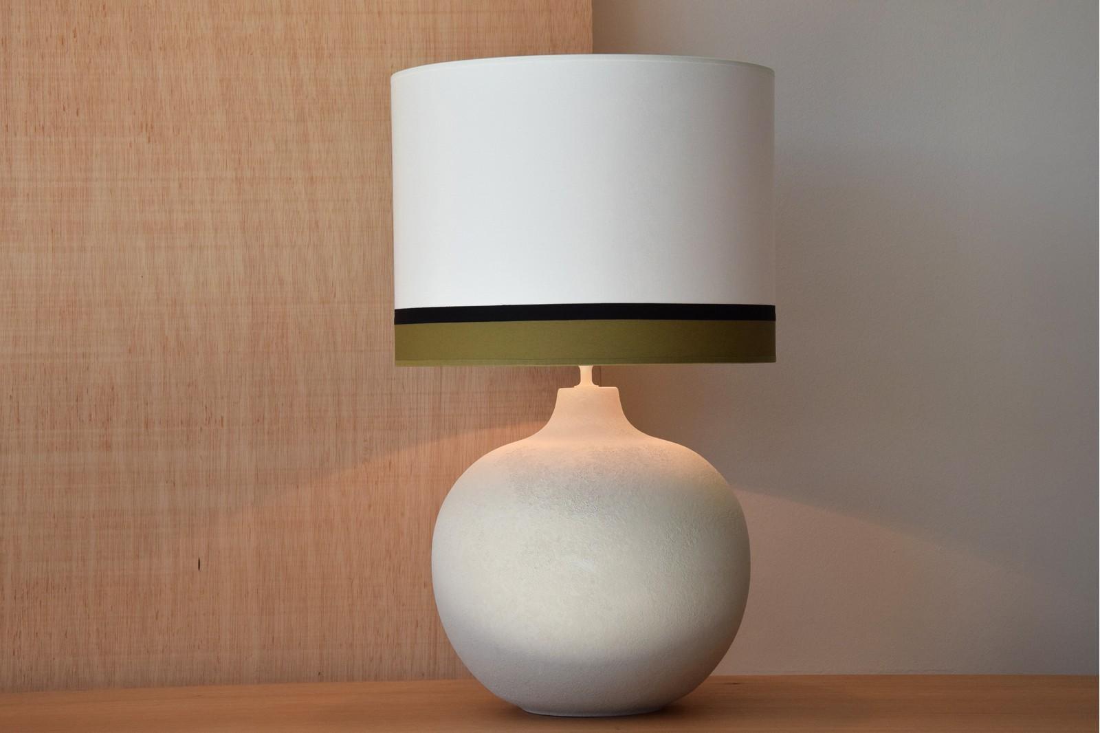 CERAMIC LAMP BOLA  W/ SHADE