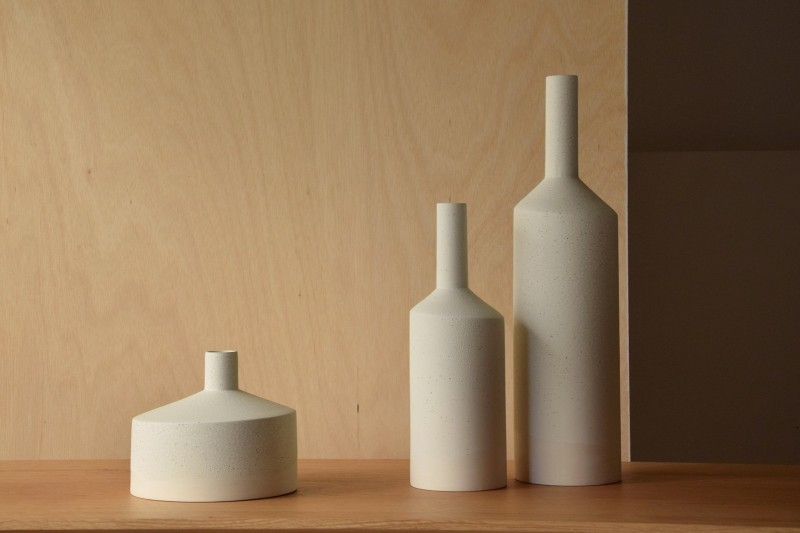 FIREPLACE COLLECTION: CERAMIC VASES AND CENTREPIECE